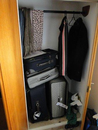 Sojo Apart Hotel: armário de bom tamanho