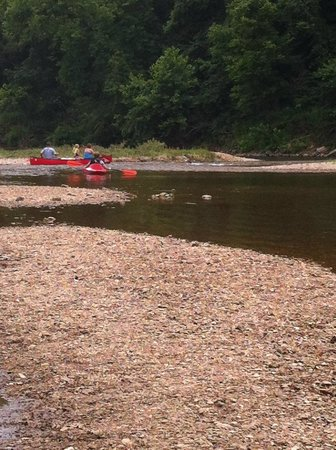 River's Edge Resort: Jack's Fork floaters from the landing