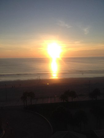 Hilton Daytona Beach Oceanfront Resort: Sunrise from our room