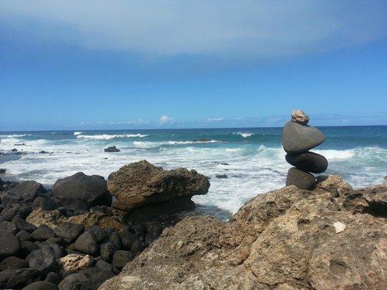 Ka'ena Point State Park: Stacked stones