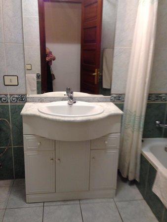 Paloma Beach Apartments : Bathroom