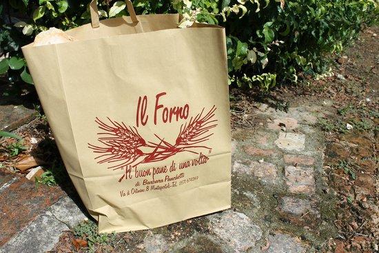 Castello di Cabbiavoli : bij de bakker vers brood halen