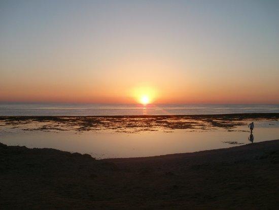 The Three Corners Sea Beach Resort : wschód słońca