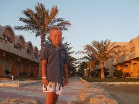 The Three Corners Sea Beach Resort : nasz zadowolony synek