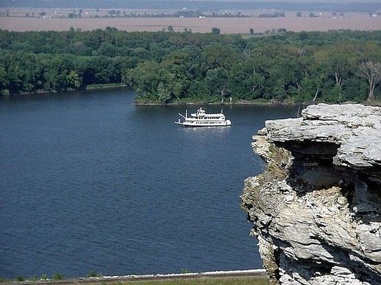 Holiday Inn Express Hotel & Suites Hannibal: Take a ride on the Mark Twain Mississippi Riverboat