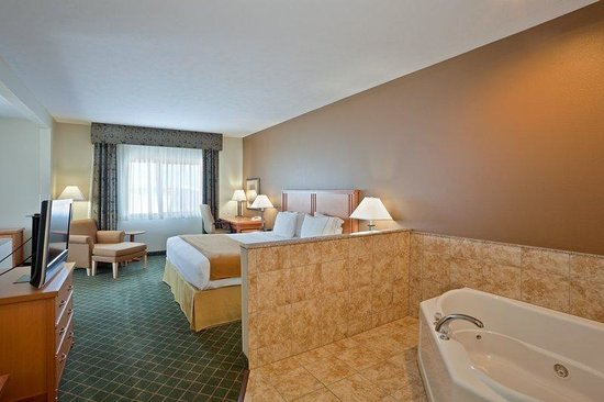Holiday Inn Express Lincoln South: Jacuzzi Suite