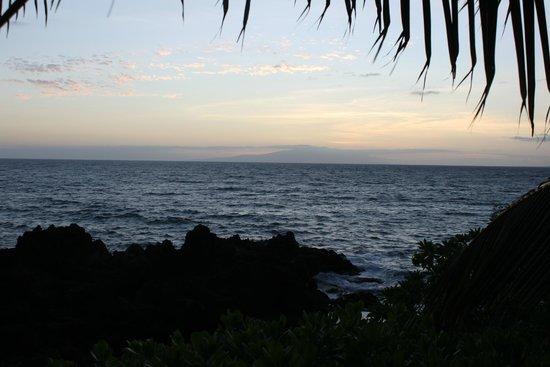 Wailea Beach Marriott Resort & Spa: View in evening from shore