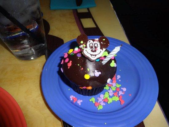 Goofy's Kitchen : Free celebration Cupcake