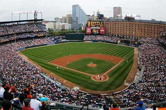 Holiday Inn Express Baltimore at the Stadiums: 10 minute walk to Oriole Park at Camden Yards