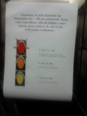 Novotel Nantes Centre Gare : il semaforo per l'orario delle colazioni...