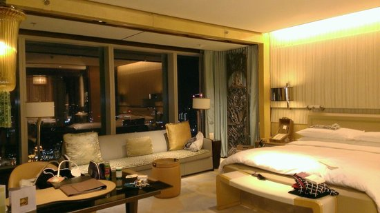 The Ritz-Carlton Shanghai, Pudong: Huge room with a view