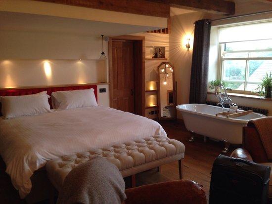 The Royal Oak Tetbury : Outstanding bedroom
