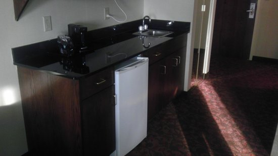 Comfort Suites Dulles Airport: Kitchenette