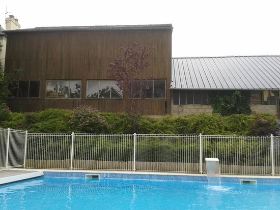 La Closerie Honfleur: The view of the industrial units from the pool
