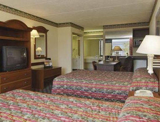 Howard Johnson Inn and Suites Clearwater FL: Standard Two Double Bed Room