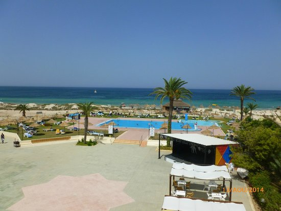HOTEL NEPTUNIA BEACH : vue sur la picine