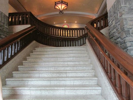 Bow Valley Grill : Sweeping Staircase from Lobby