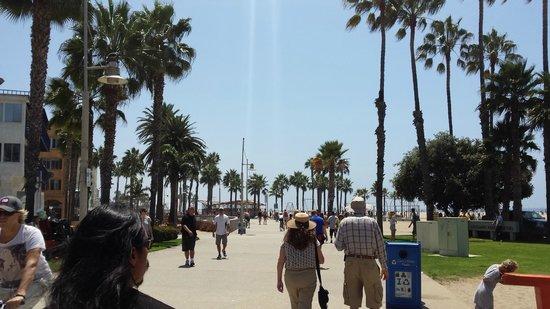 Santa Monica Pier: The boardwalk