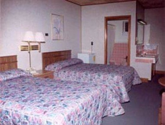 Knights Inn Galax: Guest Room With Two Full Sized Beds
