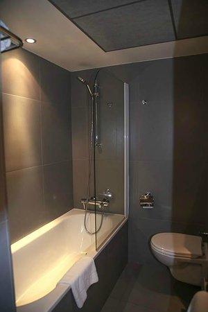 Hotel du Cadran Tour Eiffel: Bathroom