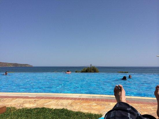 Cretan Dream Royal: Gorgeous infinity pool.