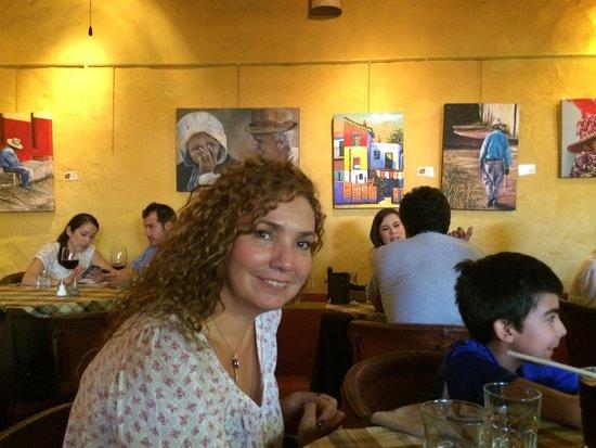 Ajijic Tango: Restaurante galería, que se engalana con gente bonita
