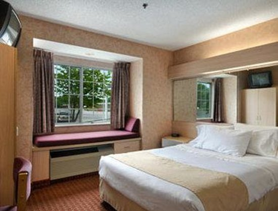 Microtel Inn & Suites by Wyndham Baldwinsville/Syracuse: Standard Queen Bed Room