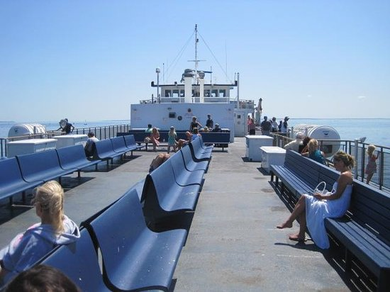 Cross Sound Ferry: Outside relaxing area