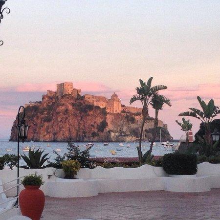 """Grand Hotel Punta Molino Beach Resort & SPA: L'alba dal """"Rangio fellone""""."""
