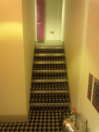 Hotel Indigo London Kensington: stairs to rooms 309 and 310