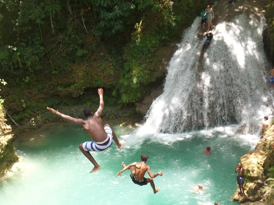 Island Gully Falls: our guides jumping in