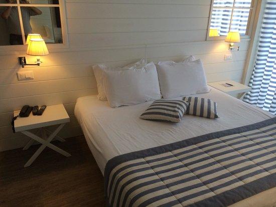 Hotel Panorama : Letto gigante con 2 tipi di cuscini