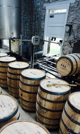 Woodford Reserve Distillery : barrel filling and bung insertion area