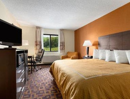 Super 8 Decorah : Standard Two Double Bed Room