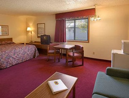Super 8 Deming NM : King Bed Room with MicroFridge