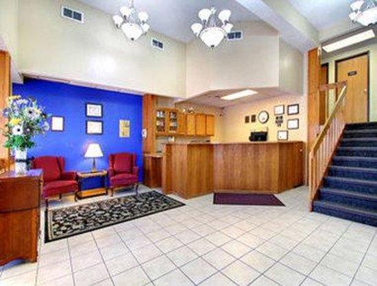 Super 8 Iowa City/Coralville: Lobby