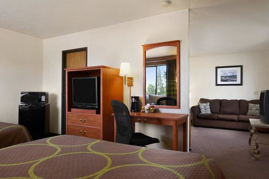 Super 8 Port Angeles: Two Queen Bed Suite with Queen Sofa Sleeper