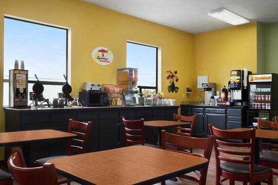 Super 8 Port Angeles: Breakfast Room and Meeting Room
