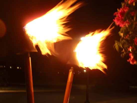 Royal Lahaina Resort: Torches add atmosphere