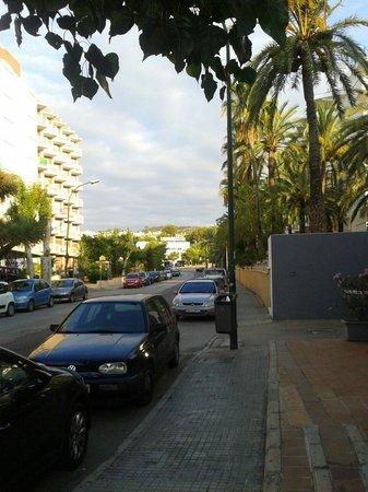 Lively Mallorca : Foran hotellet op mod supermarkedet