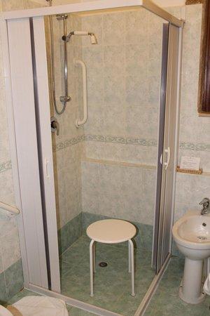 Hotel Villa Favorita: Chambre 309 Douche