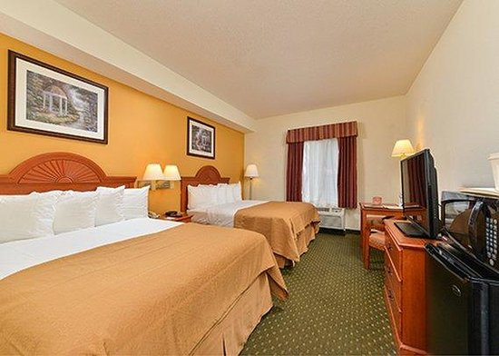 Quality Inn & Suites Hershey: laundry