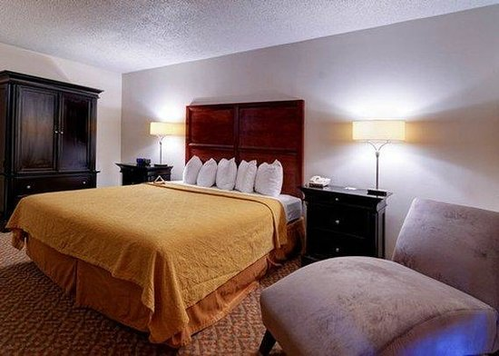 Quality Inn Moss Point - Pascagoula : MSQuality Inn Moss Point King Suite Room
