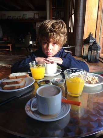 La Barraca Suites: Desayunando
