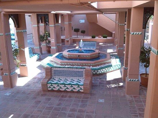 Los Amigos Beach Club: Plaza interna...molto carina e suggestiva