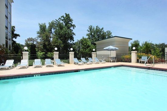 Wedding table setting picture of holiday inn asheville - Outdoor swimming pools north west ...