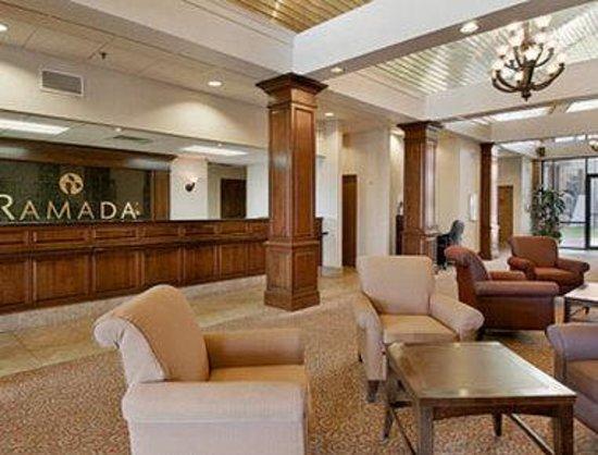 Ramada Batesville: Lobby