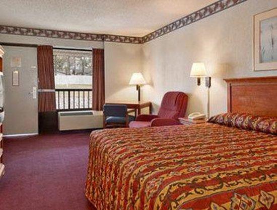 Ramada Batesville: Standard King Bed Room