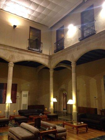 NH Salamanca Palacio de Castellanos: Hall de entrada