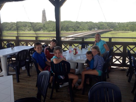 Mojo's on the Harbor: Lunch after canoe trip!